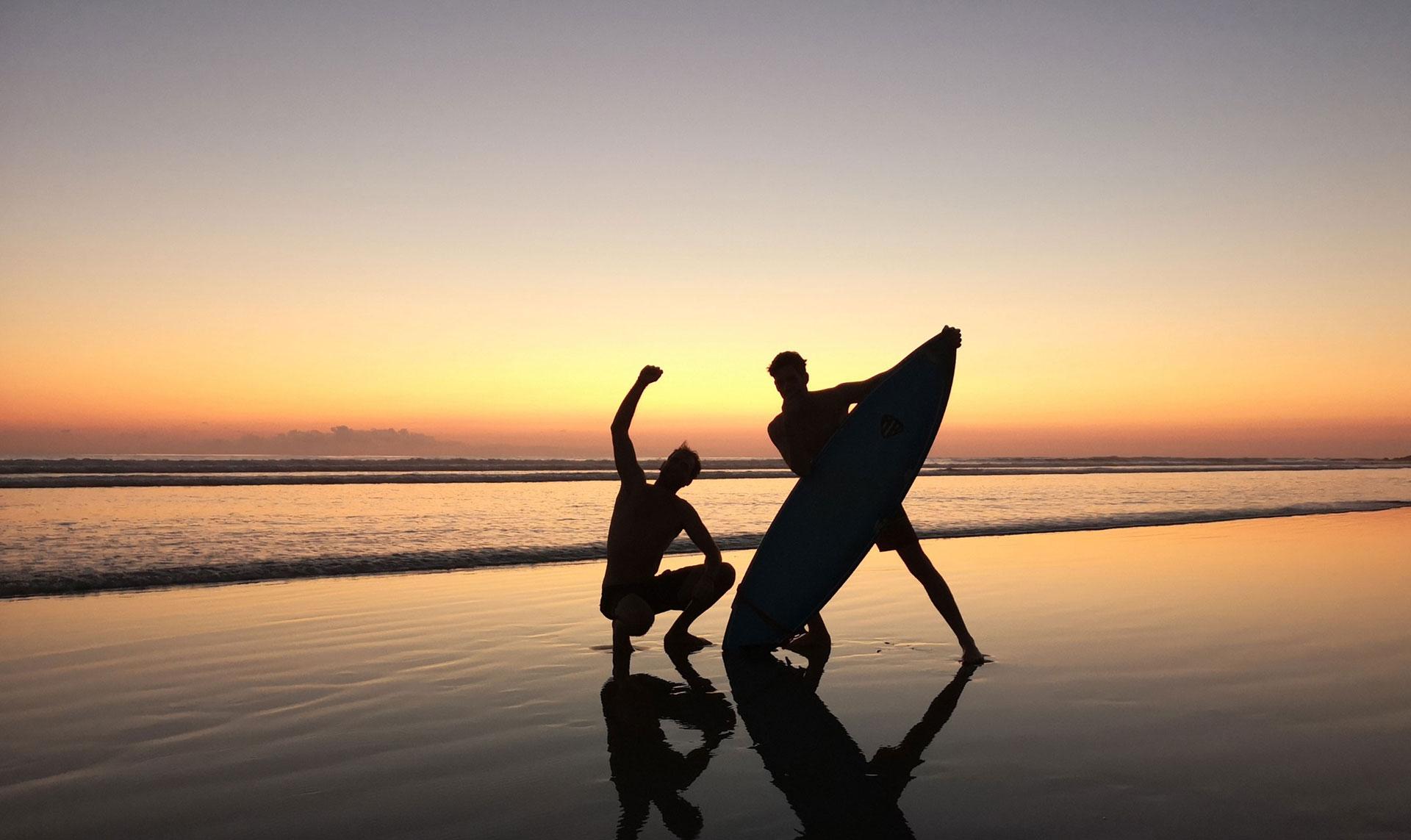 surfing-playa-hermosa